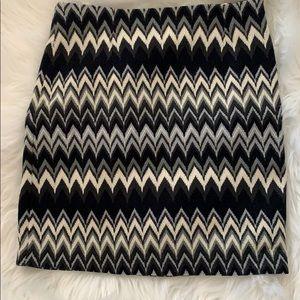 Fun chevron patterned skirt s/xs